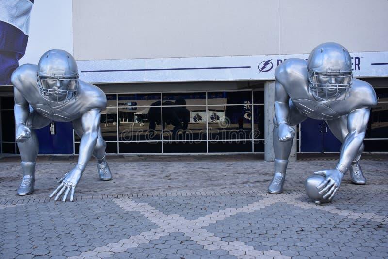 Szkoła wyższa barażu Futbolowe rzeźby obraz stock