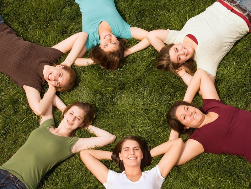 szkoła wyższa dziewczyn grupa obraz royalty free