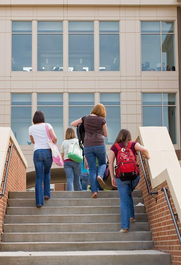 szkoła wyższa dziewczyn grupa zdjęcie stock