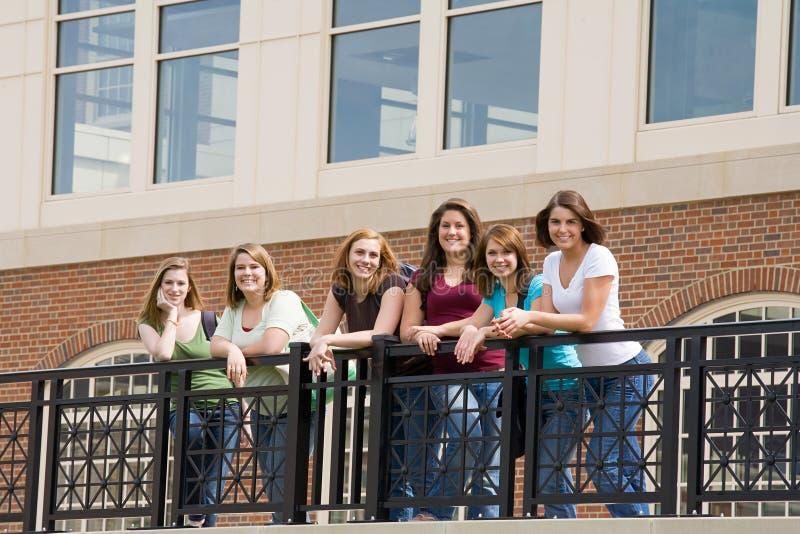 szkoła wyższa dziewczyn grupa zdjęcia stock