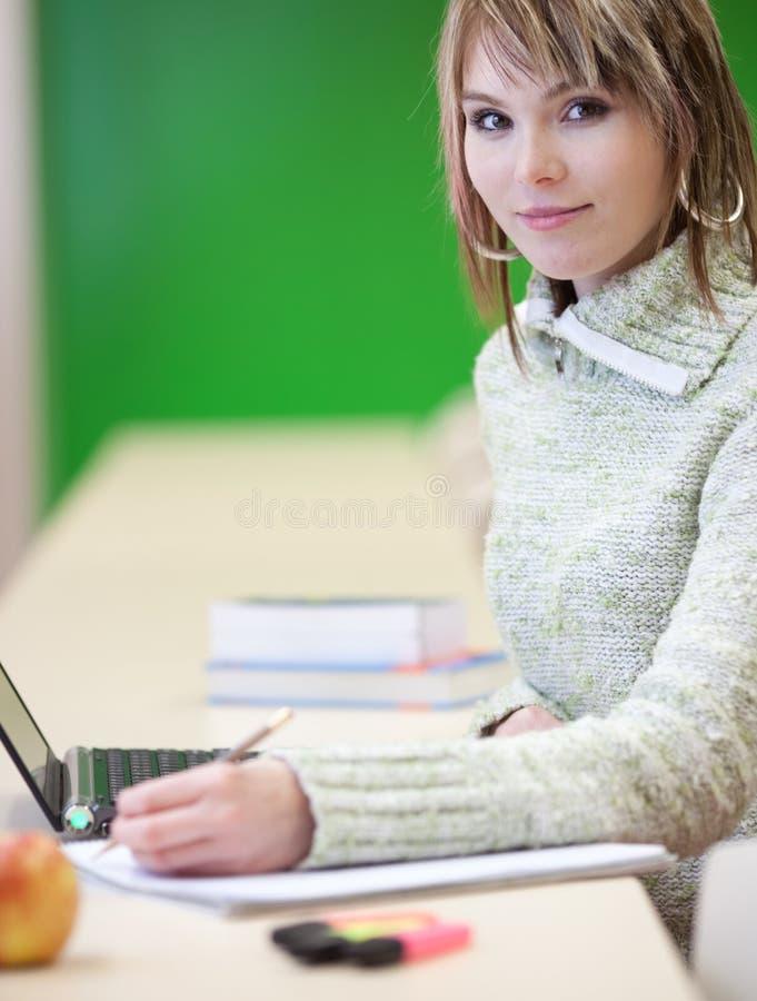 szkoła wyższa portreta uśmiechnięty uczeń zdjęcia stock
