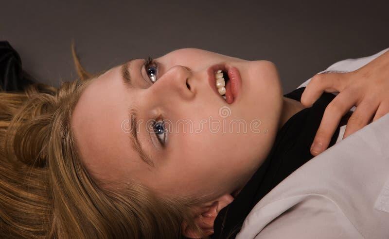 szkoła wyższa przestępstwa nieżywa dziewczyny scena obraz stock