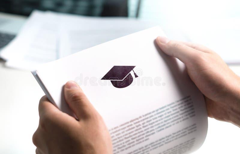 Szkoła wyższa, uniwersyteta list od szkoły lub zastosowanie lub zdjęcia royalty free