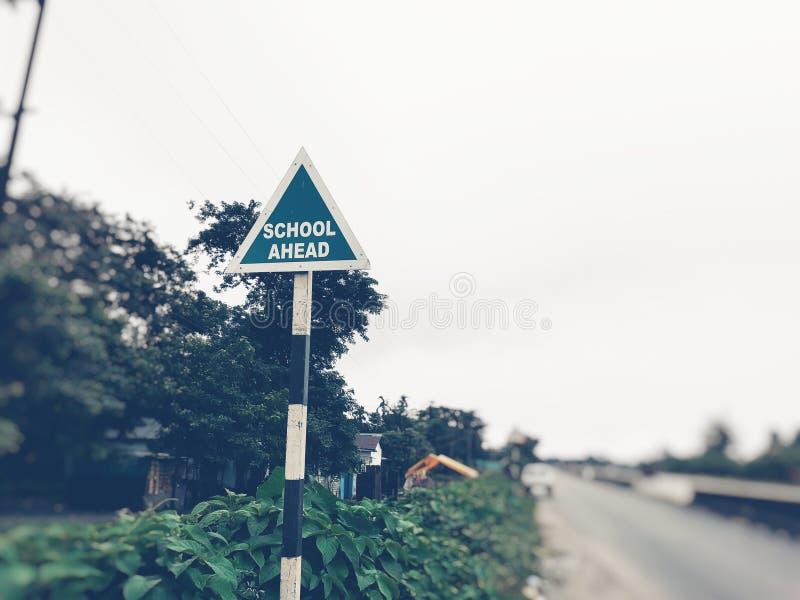 Szkoły naprzód signboard przy autostradą obraz stock