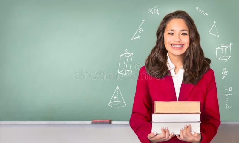 Szkoły wyższa granica Dosyć Latynoski lub etniczny nastoletni przed Chalkb fotografia stock