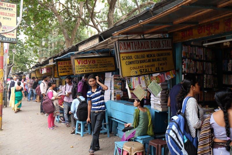 Szkoły wyższa ulicy książki rynek w Kolkata obraz royalty free