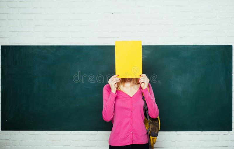 Szko?y ?redniej edukacja wielka mo?liwo?? Patrze? dla wolontariusz?w plecaka ucze? formalna edukacja improwizacja zdjęcia royalty free