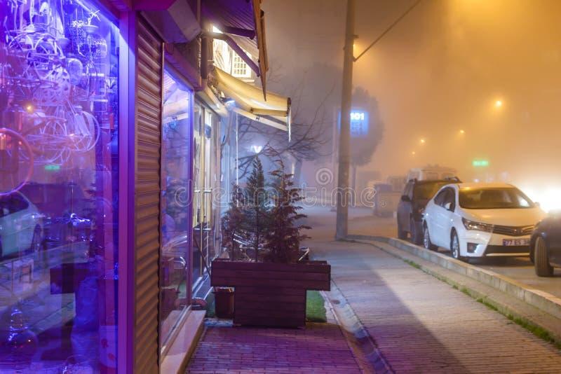 Szkocka mgła W Tureckim lata i wakacje Urlopowym miasteczku zdjęcie stock
