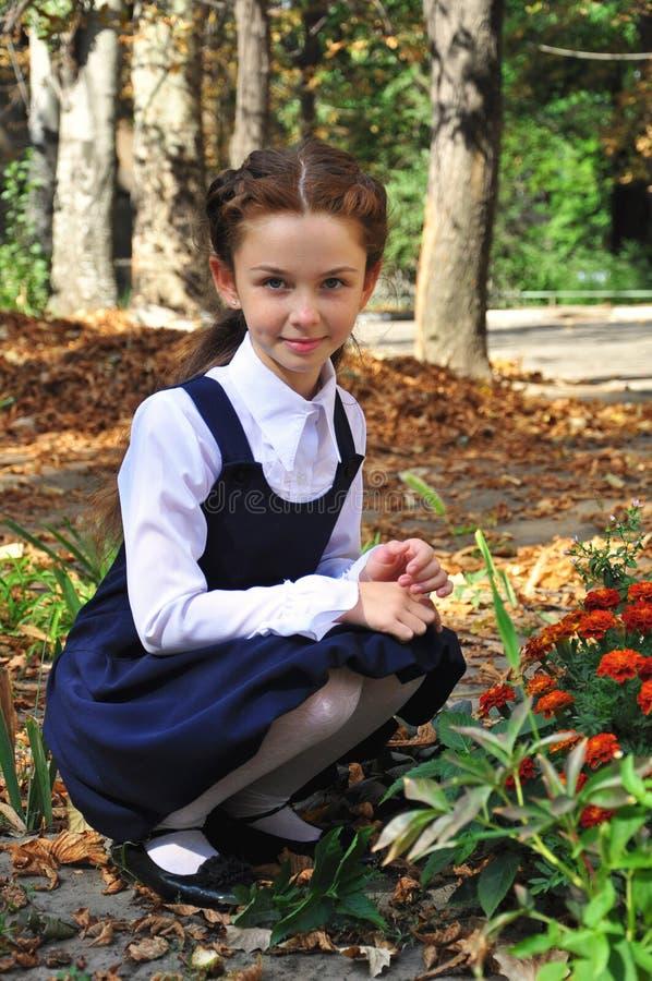Szkolna dziewczyna plenerowa zdjęcia stock