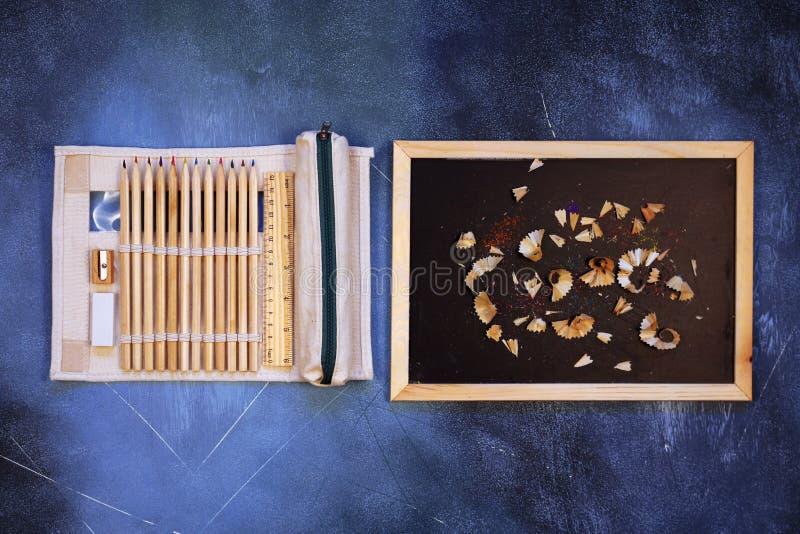 Szkolne i biurowe dostawy na textured tle zdjęcie royalty free