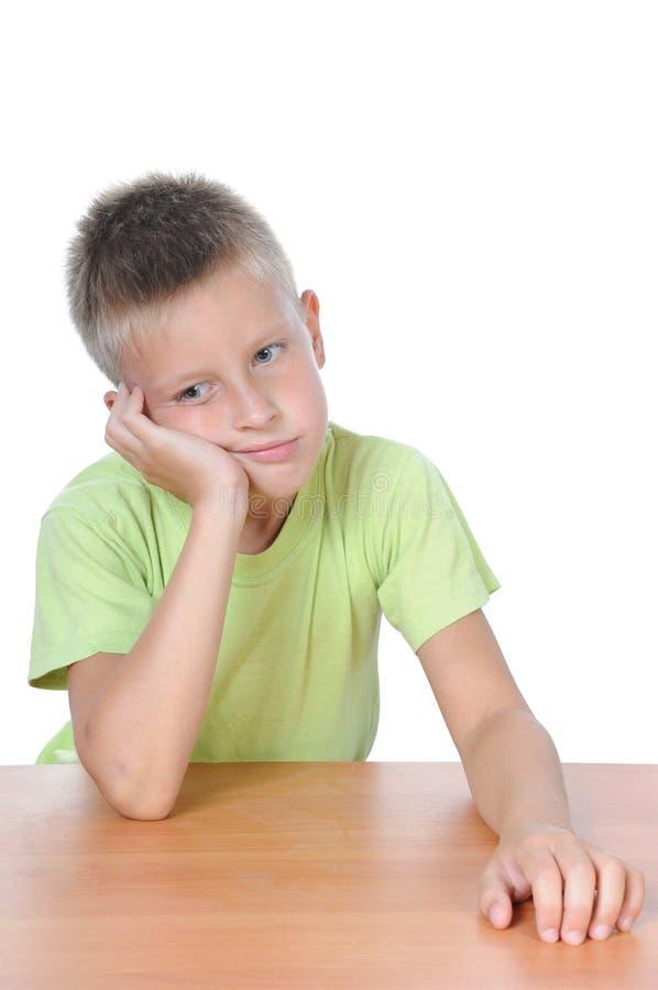 Szkolnej chłopiec studiowanie obrazy stock