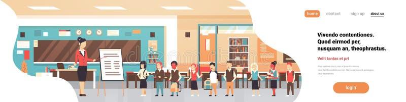 Szkolni lekcyjni żeńskiego nauczyciela mienia pointeru trzepnięcia mapy mieszanki rasy ucznie stoi deskowej sala lekcyjnej horyzo ilustracji