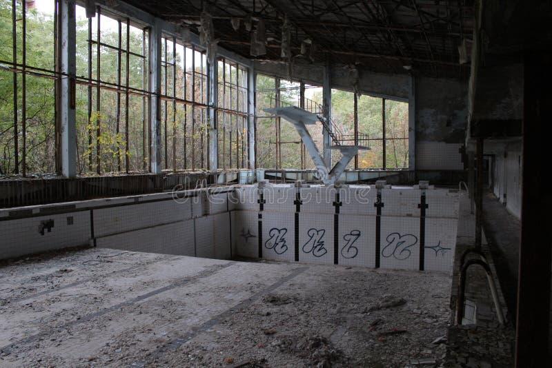 Szkolny gym w zaniechanym miasteczku dzwonił Prypiat w Chernobyl niedopuszczenia strefie, Ukraina zdjęcie royalty free
