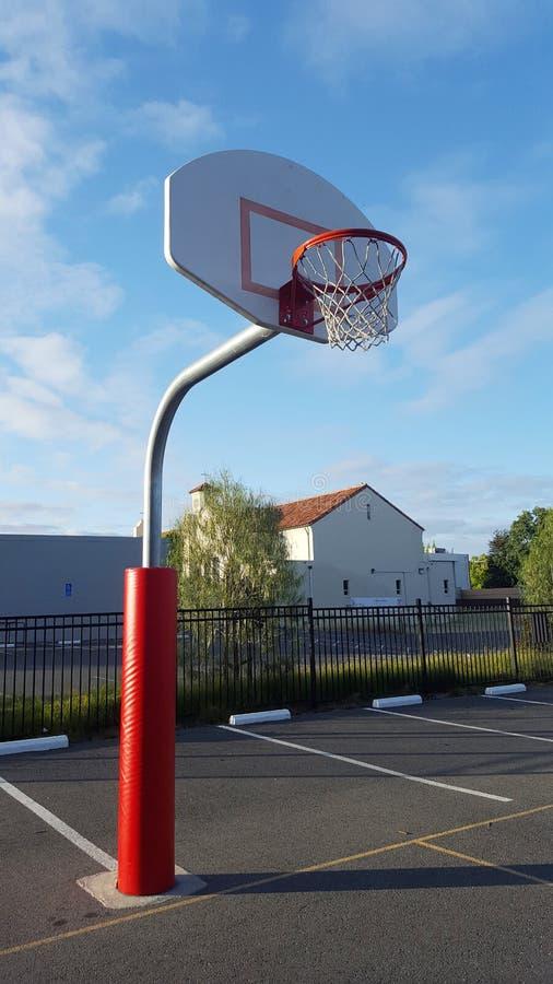 Szkolny koszykówka obręcz zdjęcia royalty free