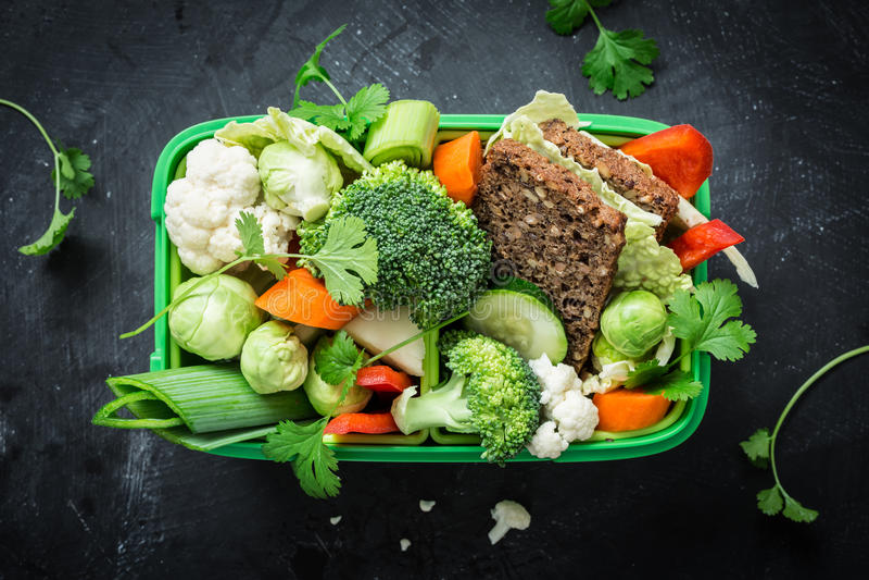 Szkolny lub pykniczny lunchu pudełko z obraz stock
