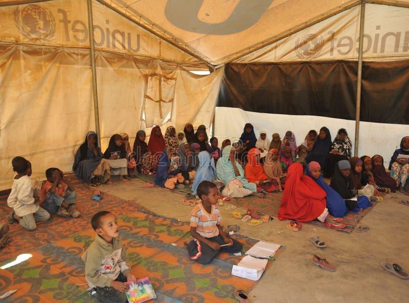 Szkolny obóz dla Afrykańskich uchodźców na obrzeżach Hargeisa zdjęcie royalty free