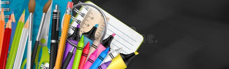 Szkolny sztandar z textured blackboard tłem Chodnikowiec z dostawami dla edukacji - notatnik, markier, pióro, ołówek, kredka ilustracji
