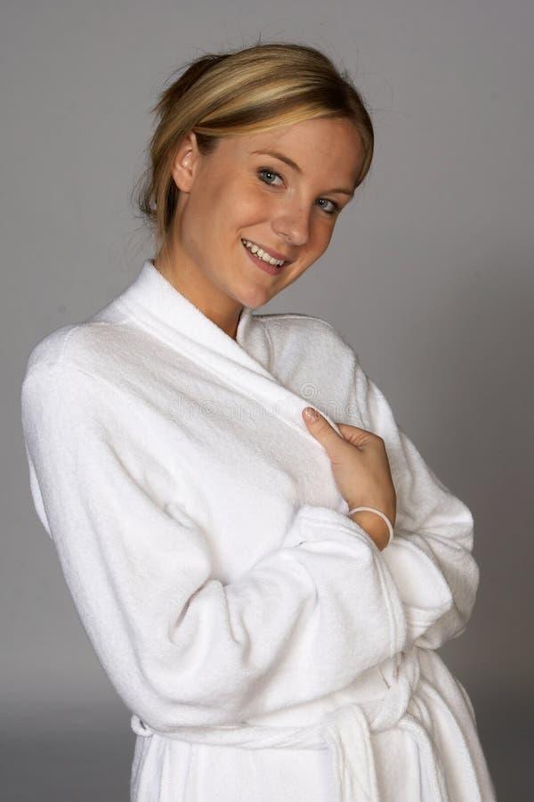 szlafrok blondynki gospodarstwa blisko młode kobiety obrazy royalty free