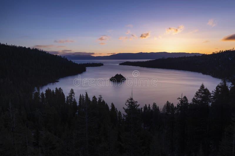 Szmaragd zatoka i Fannette wyspa przy wschód słońca, Południowy Jeziorny Tahoe, Kalifornia, Stany Zjednoczone zdjęcia stock