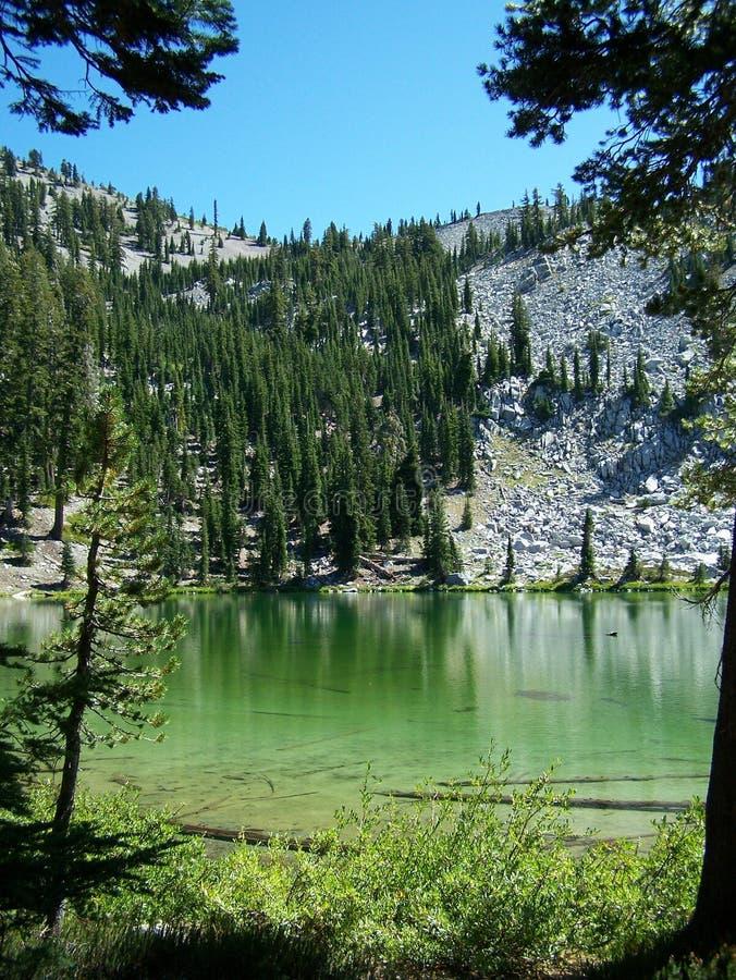 szmaragdowa jeziorna góra obraz royalty free