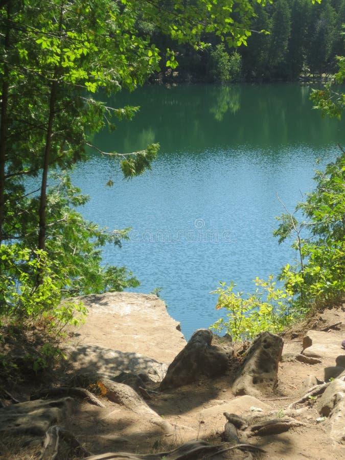 Szmaragdowy Zieleń Barwiony jezioro zdjęcie royalty free