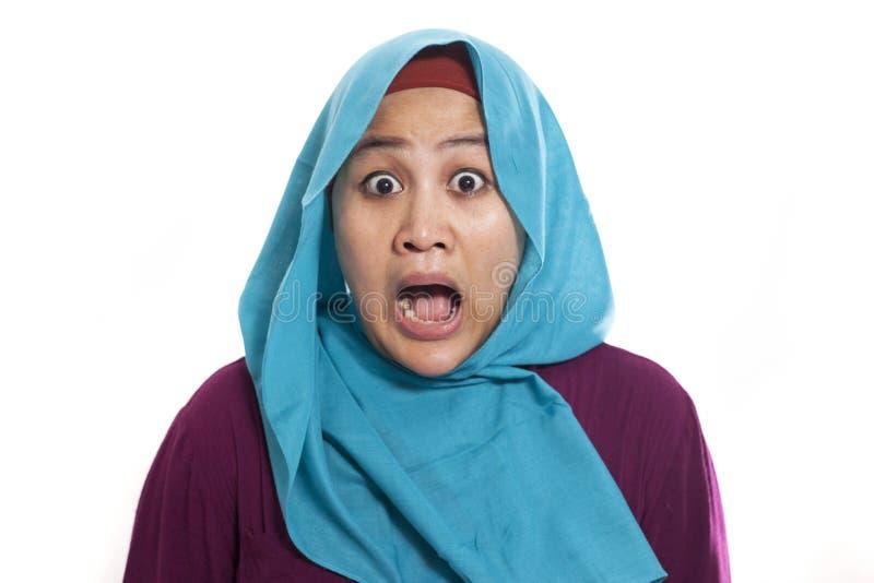 Szokująca Azjatycka Muzułmańska kobieta Z usta Otwierającym fotografia royalty free