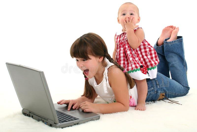 - szokujące adorably siostry zdjęcie stock