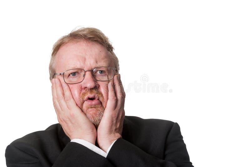 Szokujący w średnim wieku mężczyzna w smokingu na bielu zdjęcia royalty free