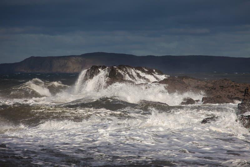Download Szorstcy morza zdjęcie stock. Obraz złożonej z skały - 28076748