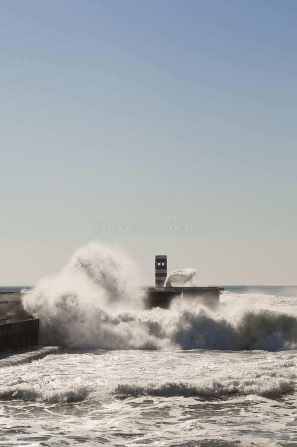 Download Szorstki morze zdjęcie stock. Obraz złożonej z niebo - 27975050