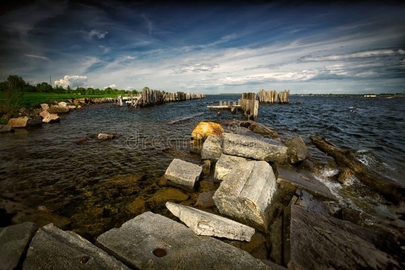 Szorstki Nawadnia na brzeg St Lawrance Seaw obraz royalty free