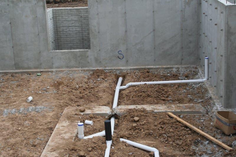 Szorstki w suterenowej instalaci wodnokanalizacyjnej 2 obrazy stock