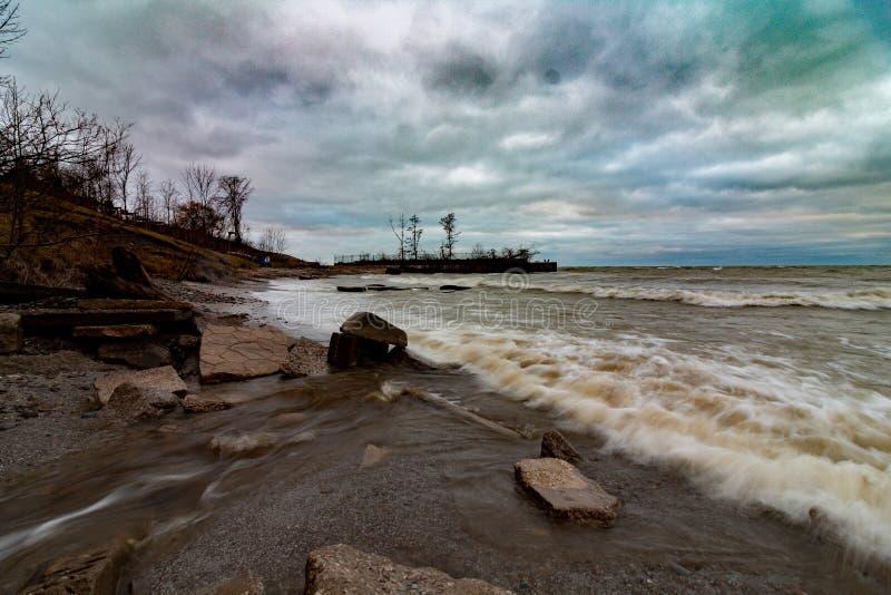 Szorstkie fale, Jeziorny Erie zdjęcie stock