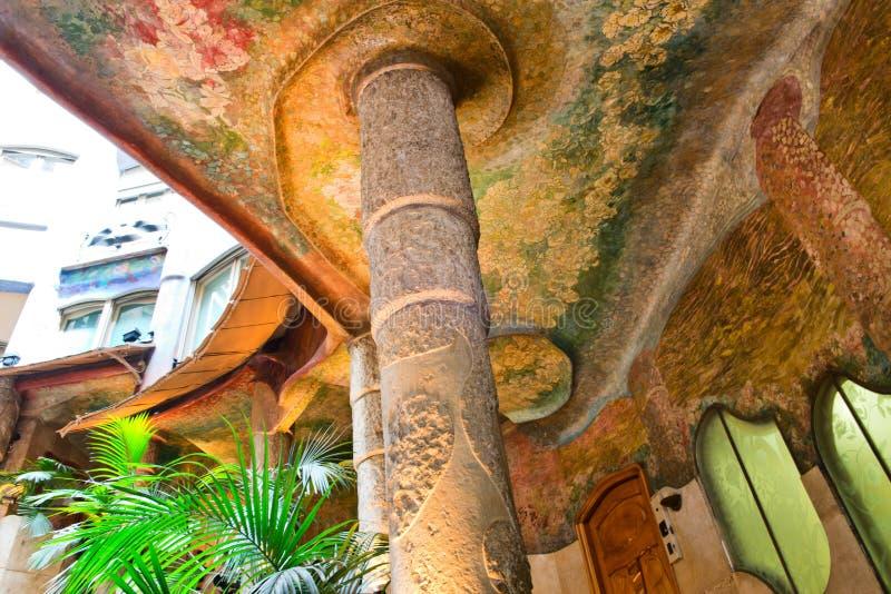 Szpaltowy i Kolorowy sufit, Casa Mila, Barcelona obraz royalty free