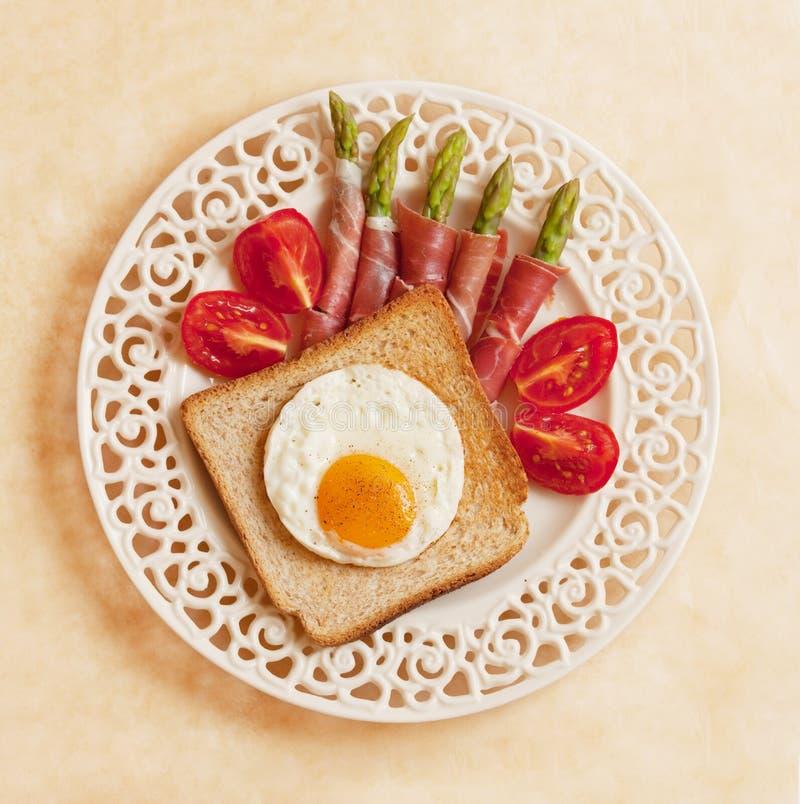 szparagowi jajka smażyli grzanka pomidory zdjęcia royalty free