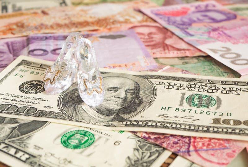 Szpilki na globalnej walucie mi?o?ci sprzedawanie obrazy royalty free