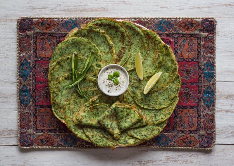 Szpinaki Adai - indian?w zieleni bliny Ramadan jedzenie fotografia royalty free