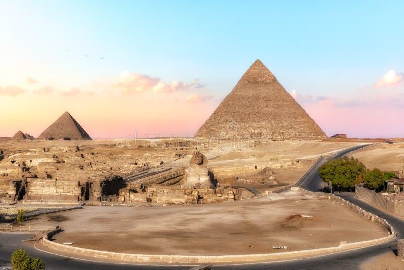 Szpinks i piramidy, widok z hotelu Giza, Egipt obraz royalty free