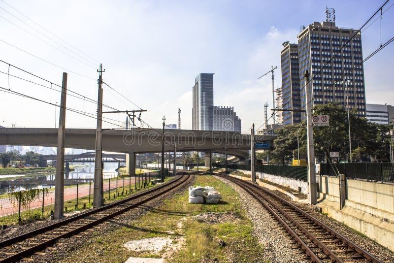 Sztachetowa linia Sao Paulo metropolita pociągu firma zdjęcia stock