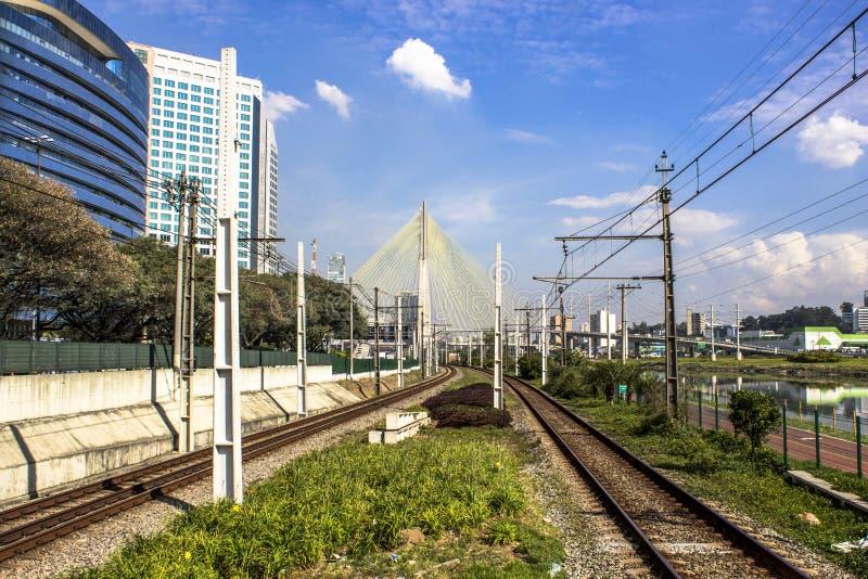Sztachetowa linia Sao Paulo metropolita pociągu firma zdjęcie stock