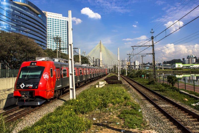 Sztachetowa linia Sao Paulo metropolita pociągu firma fotografia stock