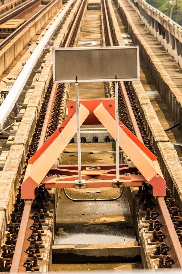 Sztachetowy jard, ślada i endstation, zdjęcie stock