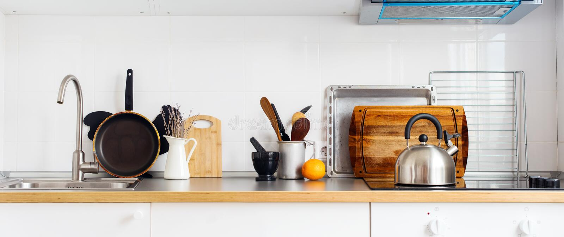 Sztandar kuchni Wciąż życia Nieociosanych naczyń Stołowy artykuły obraz stock