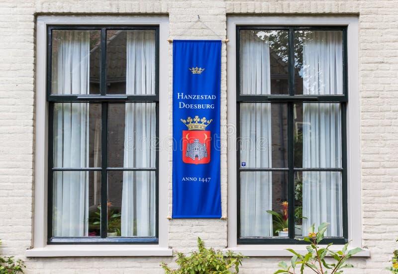 Sztandar na historycznym domu w Doesburg fotografia stock