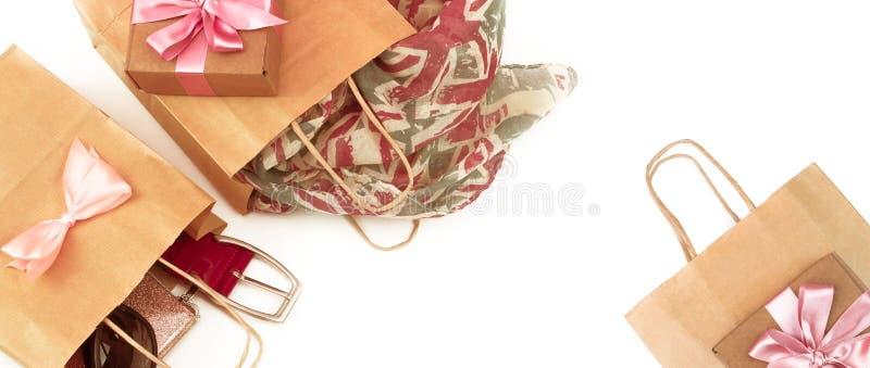Sztandar papierowe torby robi zakupy kobiet akcesoriów prezenty fotografia stock