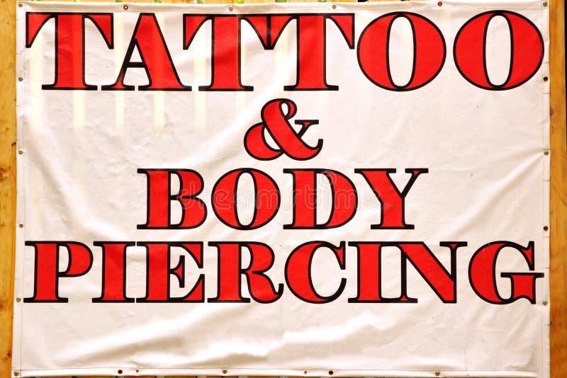 Sztandar z teksta ciała & tatuażu przebijaniem zdjęcie stock