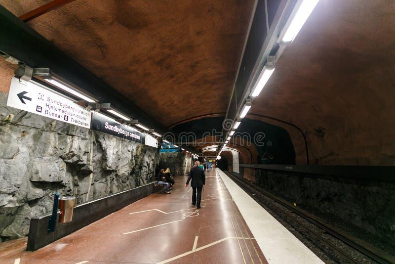 SZTOKHOLM, SZWECJA - 22 maja 2014 Metro w Sztokholmie, Szwecja, wnętrze stacji Radhuset zdjęcia stock