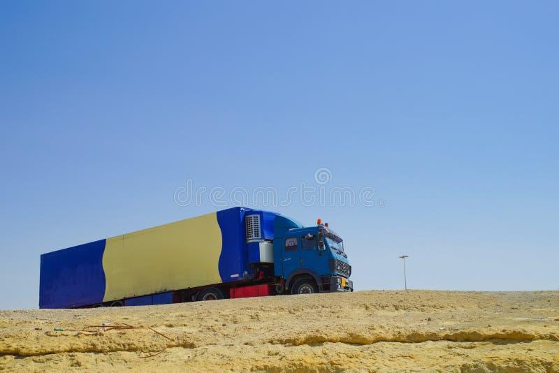 Sztuczka parkująca na piasek diunie w pustyni obrazy royalty free