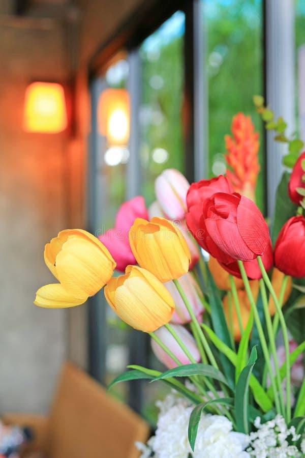 Sztuczna wiązka bukietów tulipanów kwiaty fotografia stock