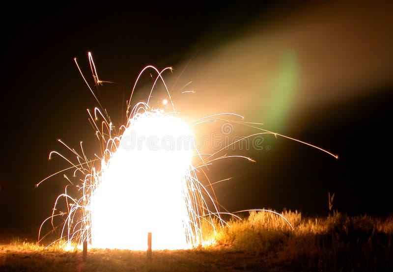 Download Sztuczne ognie ogniska obraz stock. Obraz złożonej z erupcja - 44451